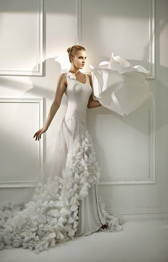 Feenhaftes Bild einer eleganten Prinzessin lizenzfreies stockfoto