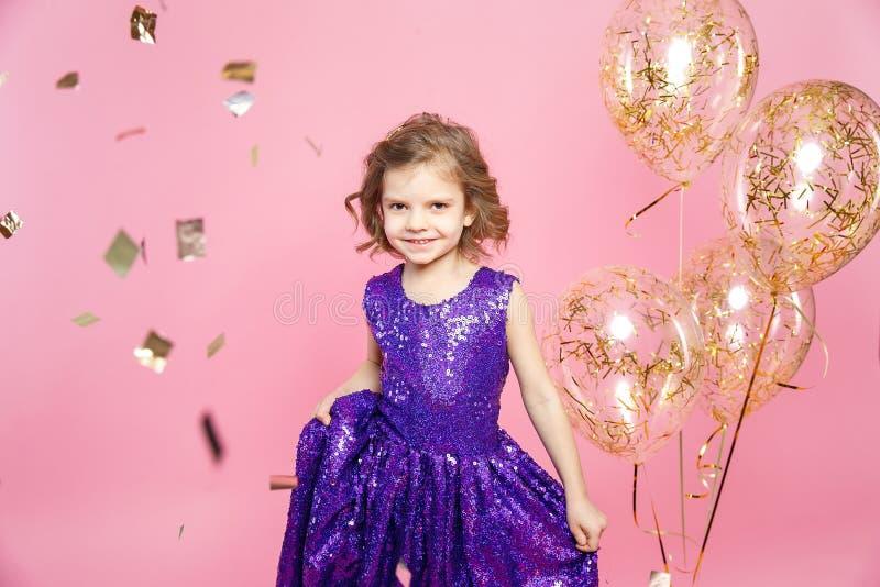 Feestelijk meisje met ballons royalty-vrije stock afbeeldingen