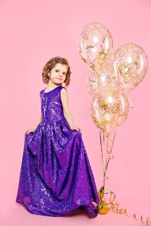 Feestelijk meisje met ballons stock foto's
