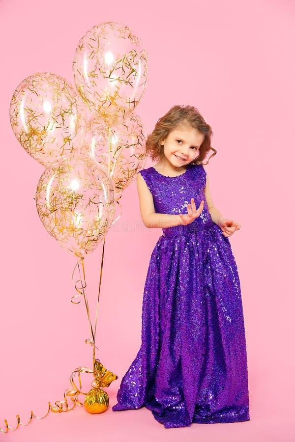 Feestelijk meisje met ballons royalty-vrije stock afbeelding