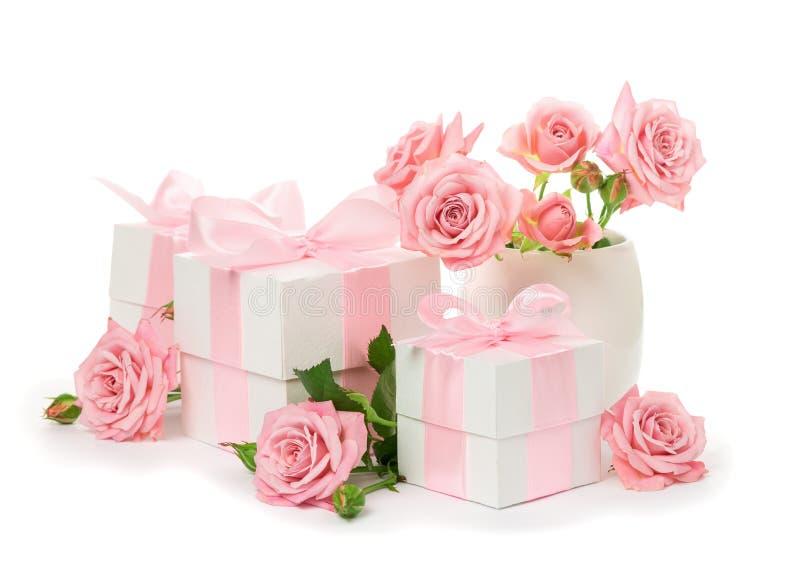 Feestelijke samenstelling van bloemen en giften royalty-vrije stock foto's