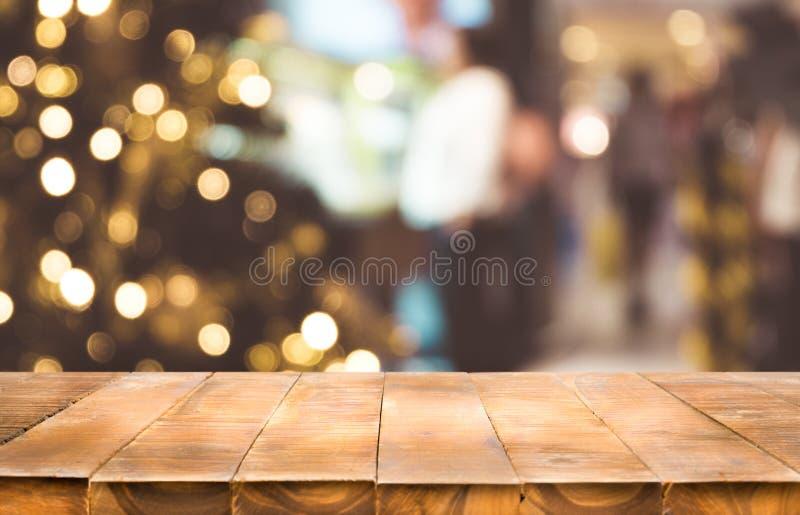 Feestelijke vakantieachtergrond met lege donkere houten lijstbovenkant royalty-vrije stock afbeelding