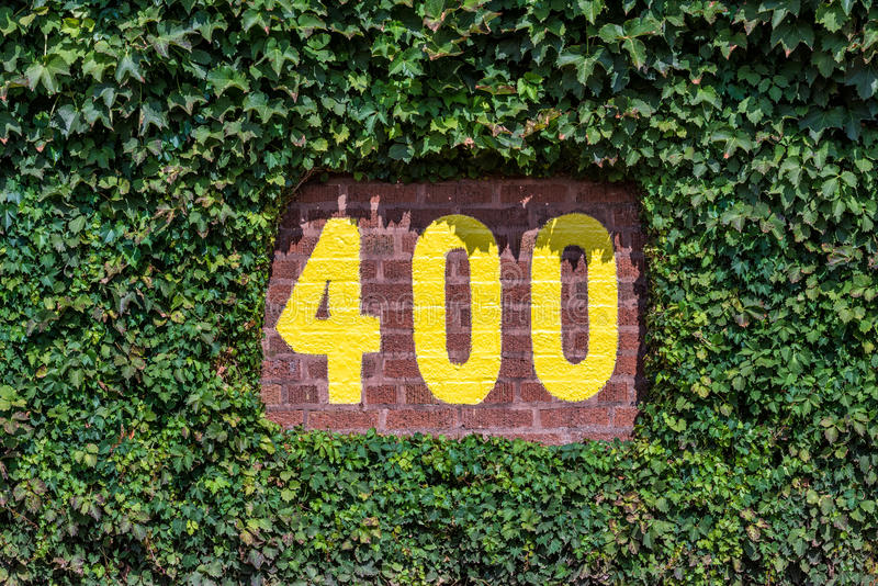 400 feet marker in vines. 400 feet marker on the centerfield wall of Wrigley Field in Chicago, Illinois stock images