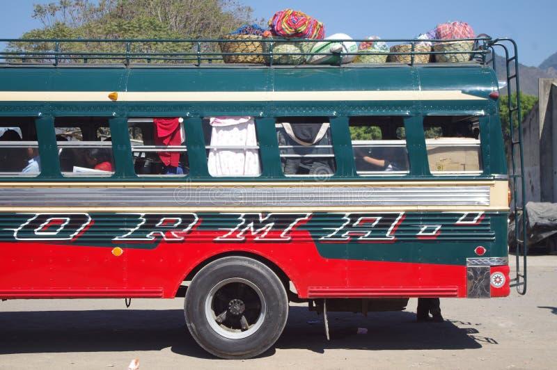 Feg buss i Guatemala arkivfoto