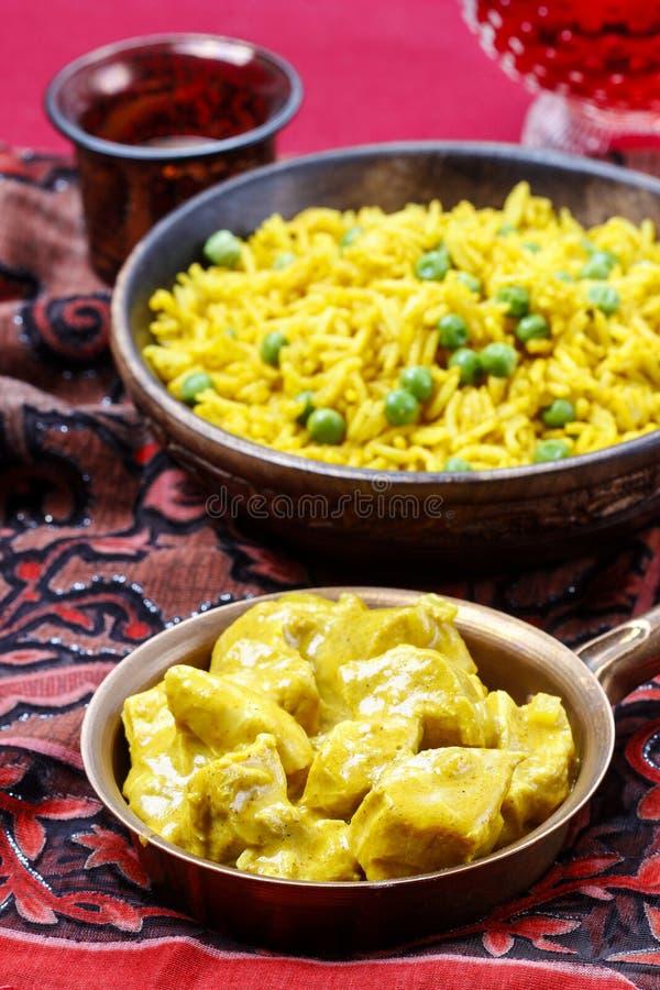 Feg curry med basmati ris och gröna ärtor royaltyfri bild