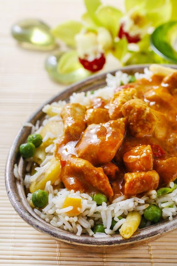 Feg curry med basmati ris och gröna ärtor royaltyfria foton