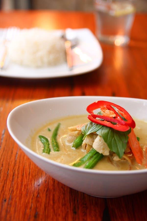 Feg grön curry, thailändsk mat. arkivfoton