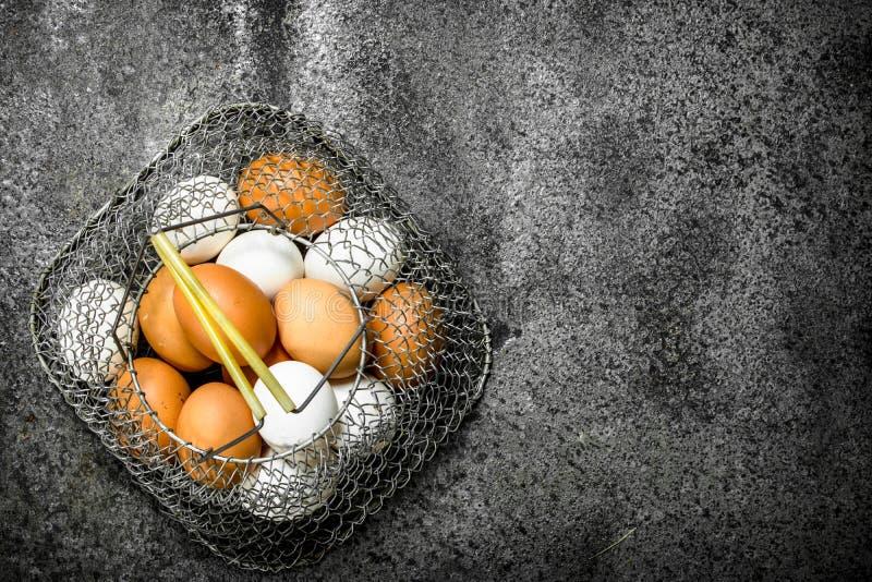 Fega ägg i en ingreppspåse fotografering för bildbyråer