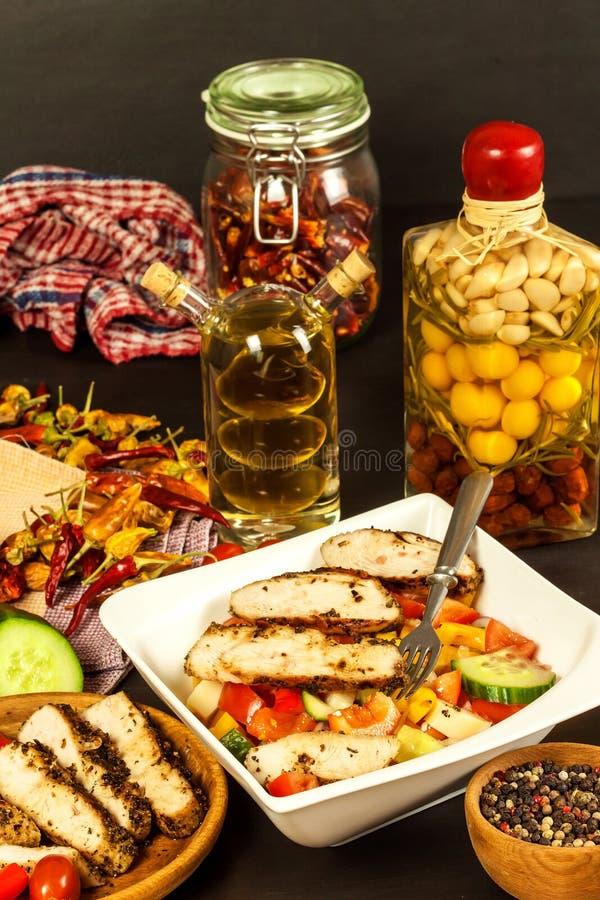 fega meatgr?nsaker Marinad f?r chilipeppar grillad mat Protein bantar Mat f?r idrottsman nenar royaltyfria bilder