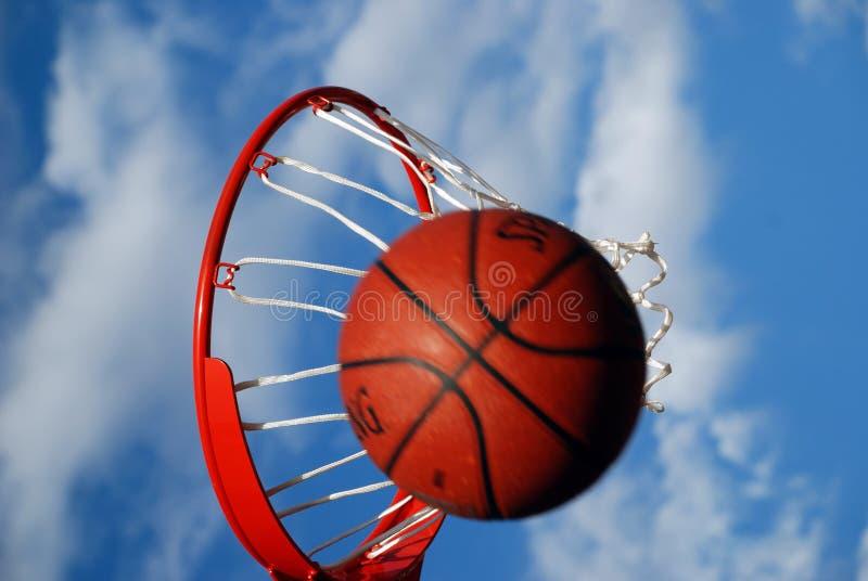 Fehlender Basketball-Schuß lizenzfreie stockfotos