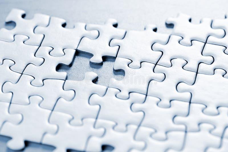 Fehlendes Puzzlespielstück stockfotografie