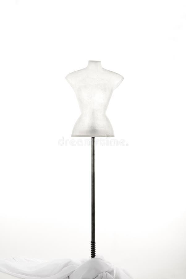 Fehlschlag des Mannequins im Fiberglas und in weißem Gewebe gefallen stockbild