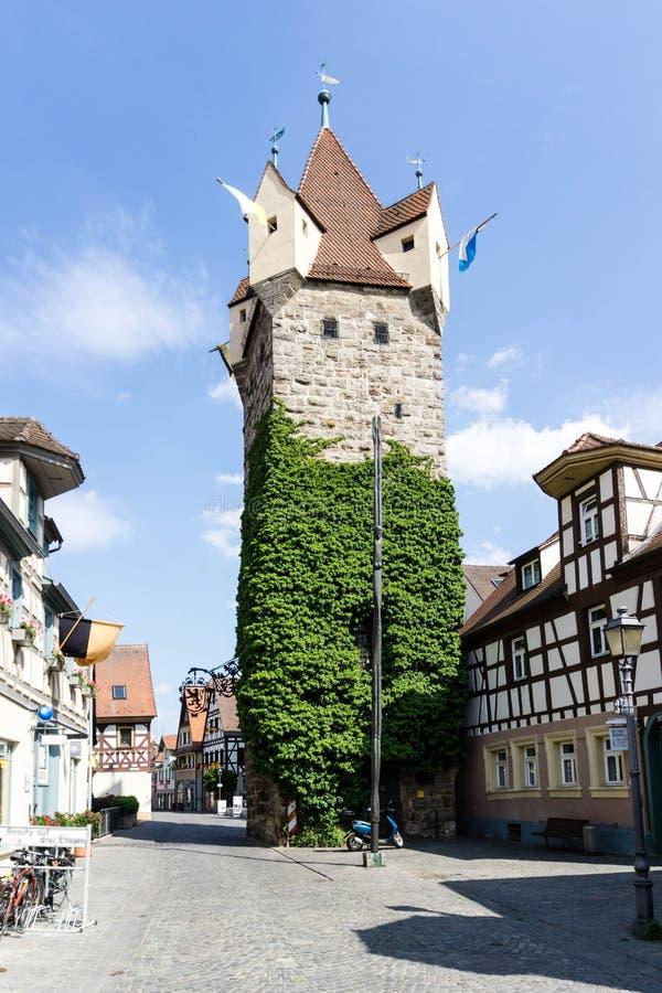 Fehnturm em Herzogenaurach no céu azul na Baviera, Alemanha fotografia de stock