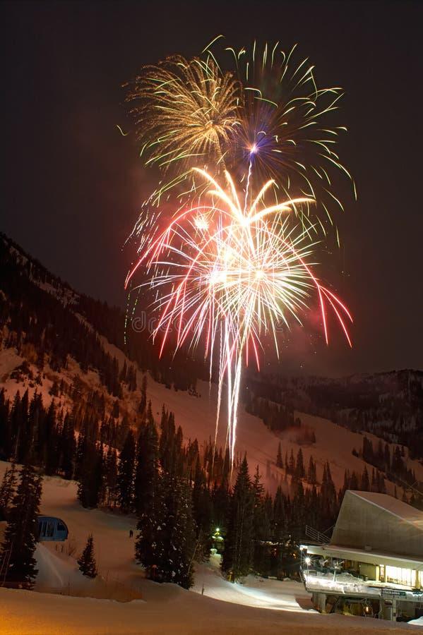 Feier des neuen Jahres am Skiort lizenzfreie stockfotografie