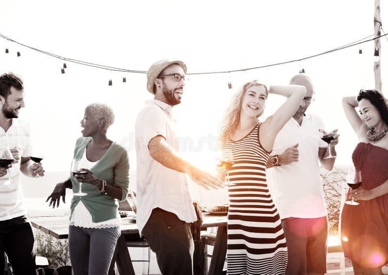 Feier-Freundschafts-Dachspitzen-Partei-Konzept lizenzfreie stockbilder