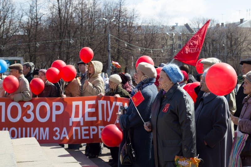 Feier am 1. Mai (der Tag der internationalen Arbeitskräfte) in Russland stockbild
