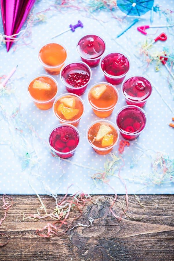 Feierkinder oder Gartenfestlebensmittel lizenzfreie stockfotos