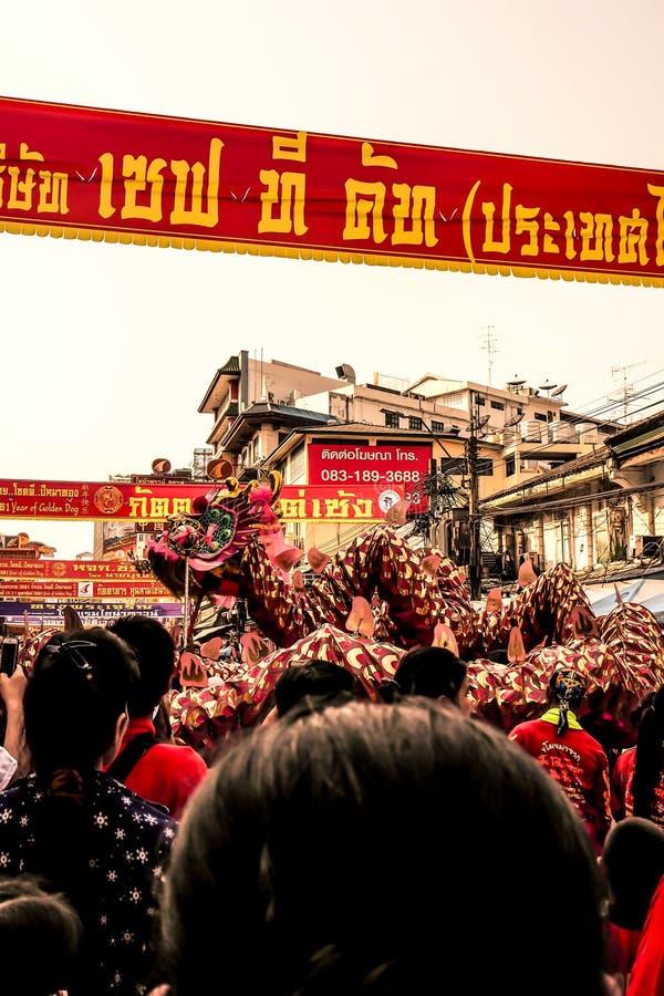 Feiern des Chinesischen Neujahrsfests, chinesische Lion Dragon Dance Chinese Lunar New Jahr-Parade Bangkoks Thailand 2018 stockfoto