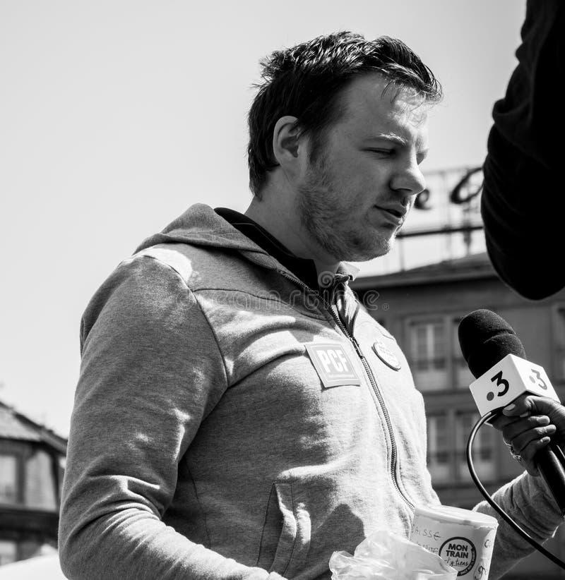 Feiern Sie ein Macron-Interview mit Zentralfernsehen Frankreichs 3 stockfoto