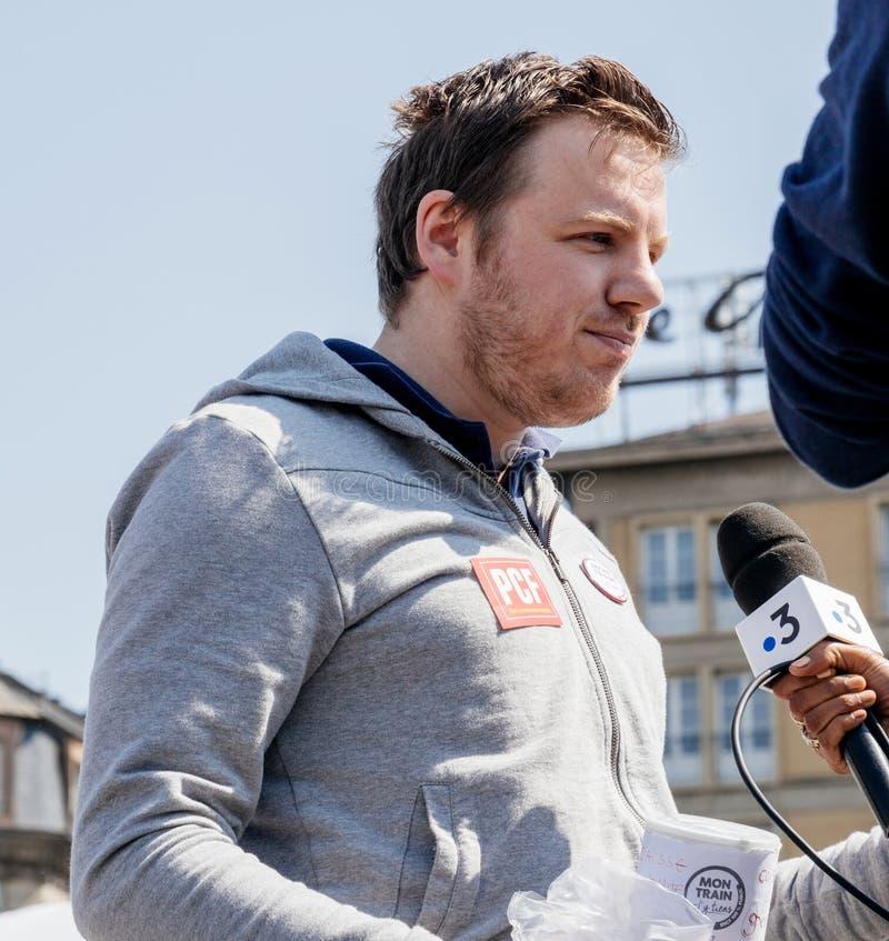 Feiern Sie ein Macron-Interview mit Zentralfernsehen Frankreichs 3 lizenzfreie stockfotografie