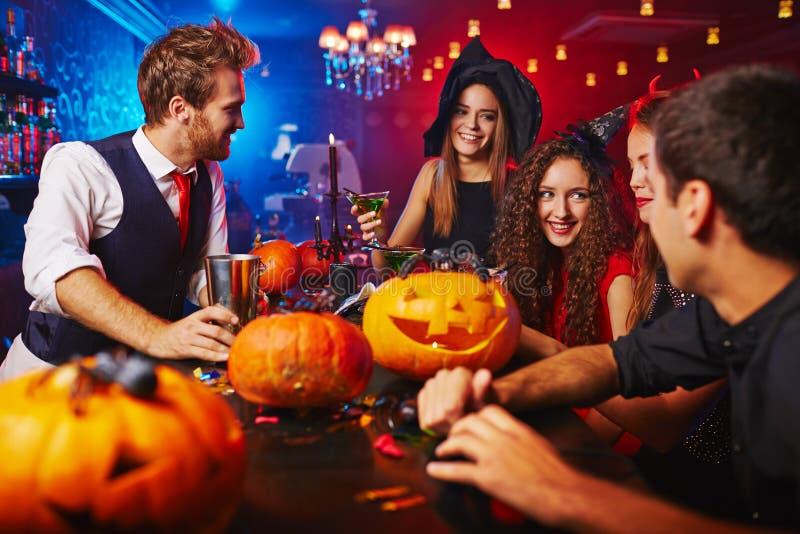 Feiern von Halloween stockbilder