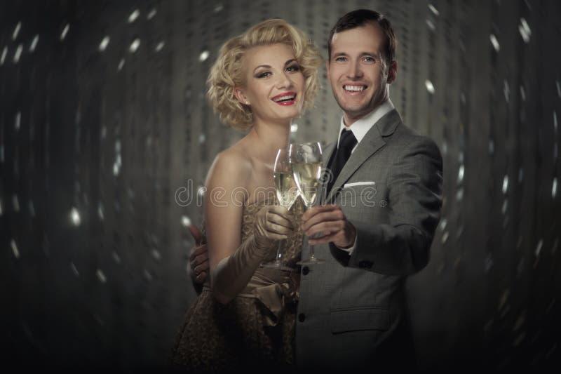 Feiernde Paare stockbilder