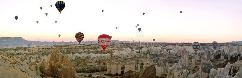 Feiertag der Heißluftballon Türkei Cappadocia Berg stockbild