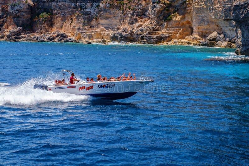 Feiertage an der blauen Lagune auf Insel Comino, Malta lizenzfreies stockfoto