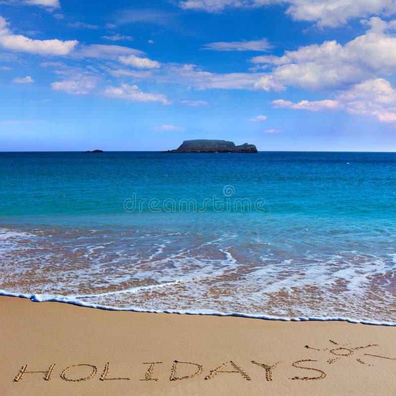 FEIERTAGE insctiption unter der Sonnenzeichnung auf nassem Strandsandesprit lizenzfreie stockfotografie