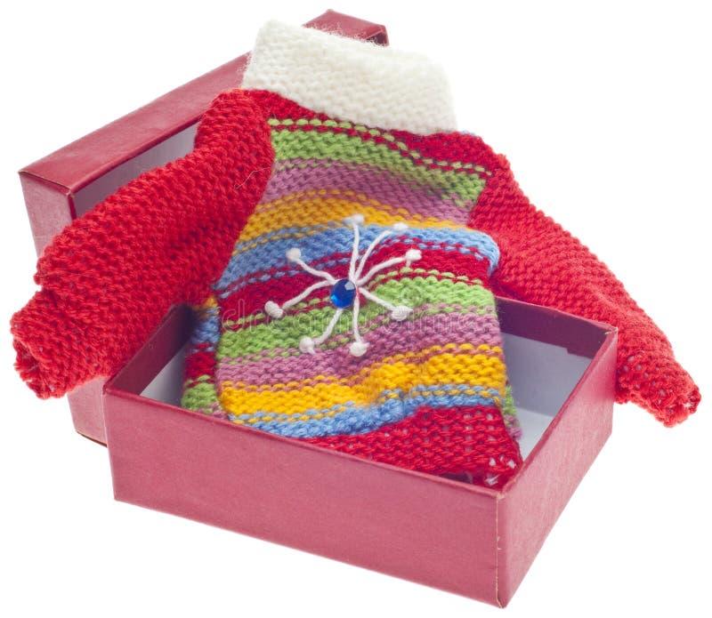 Feiertags-Geschenk der Strickjacke im Kasten lizenzfreies stockfoto