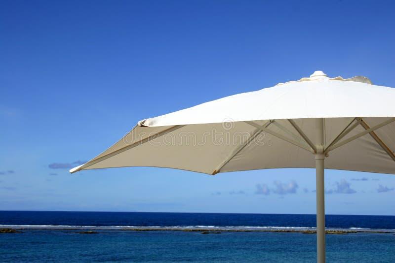 Feiertags-Regenschirm stockfoto