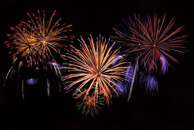 Download Feiertagsfeuerwerke stockbild. Bild von feuerwerke, fröhlich - 26364817