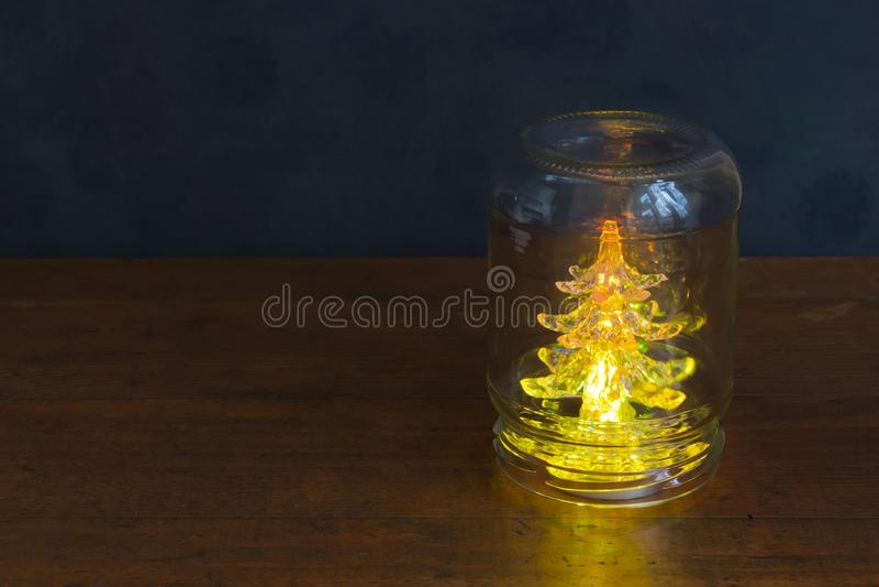 Feiertagsfichte in einem Glas lizenzfreies stockbild