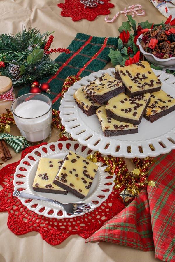 Download Feiertagsschokoladenkuchen stockfoto. Bild von tellersegment - 96935638