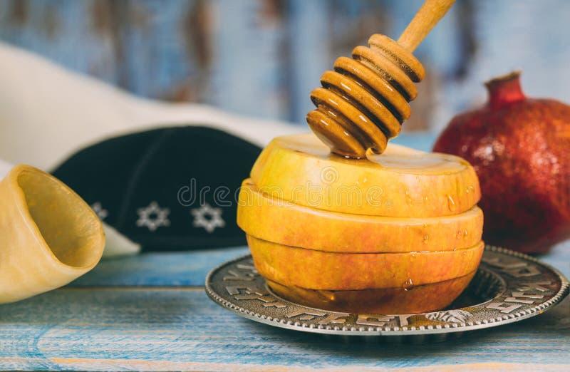 Feiertagssymbole rosh hashanah jewesh Feiertag des Honigs, des Apfels und des Granatapfels traditioneller lizenzfreie stockfotos