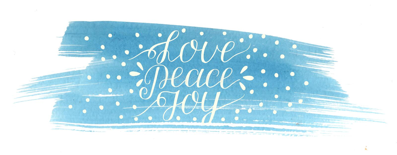 Feiertagsweihnachtsaufschrift Liebe, Frieden, Freude, machte Handbeschriftung auf blauem Aquarellhintergrund lizenzfreie abbildung