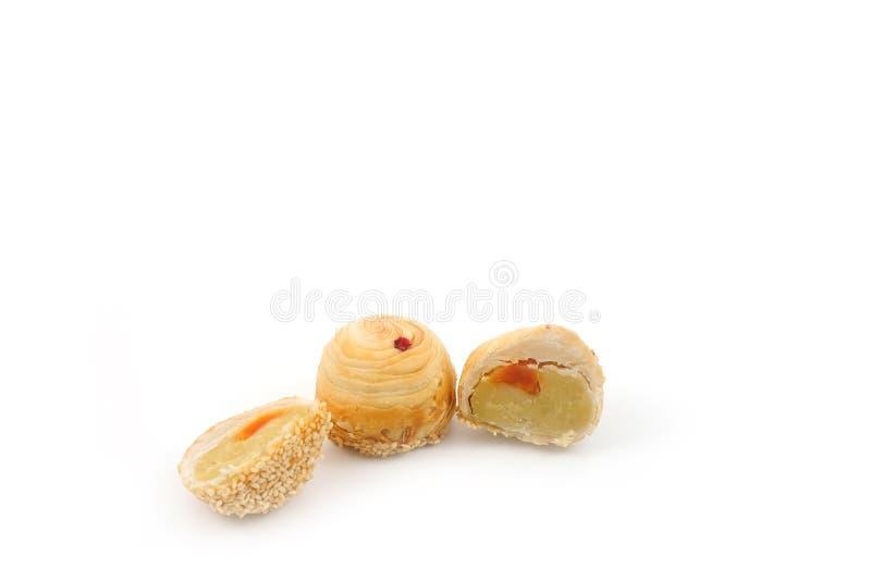Feijão de Mung chinês da pastelaria com gema, fundo branco fotografia de stock royalty free