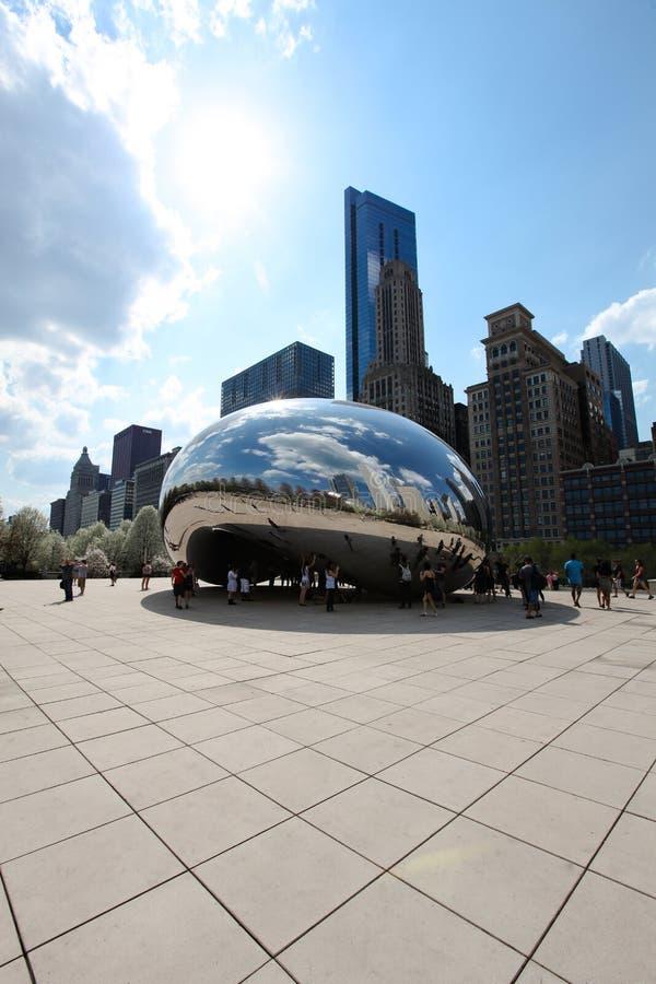 Feijão e skyline de Chicago imagens de stock royalty free
