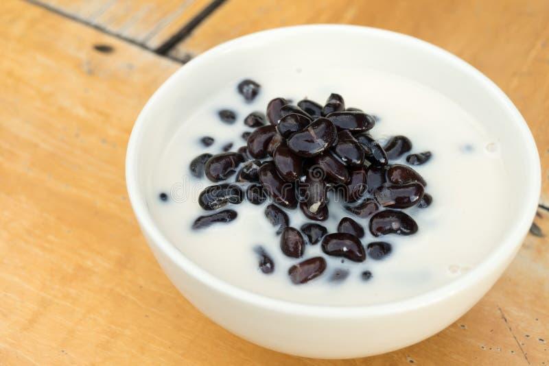Feijão preto no leite de coco, sobremesa tailandesa imagens de stock