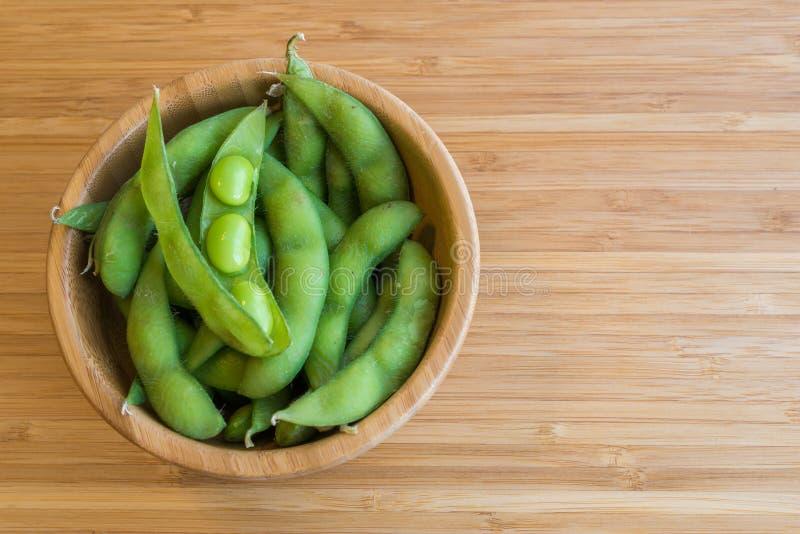 Feijão verde japonês da soja na tabela imagem de stock royalty free