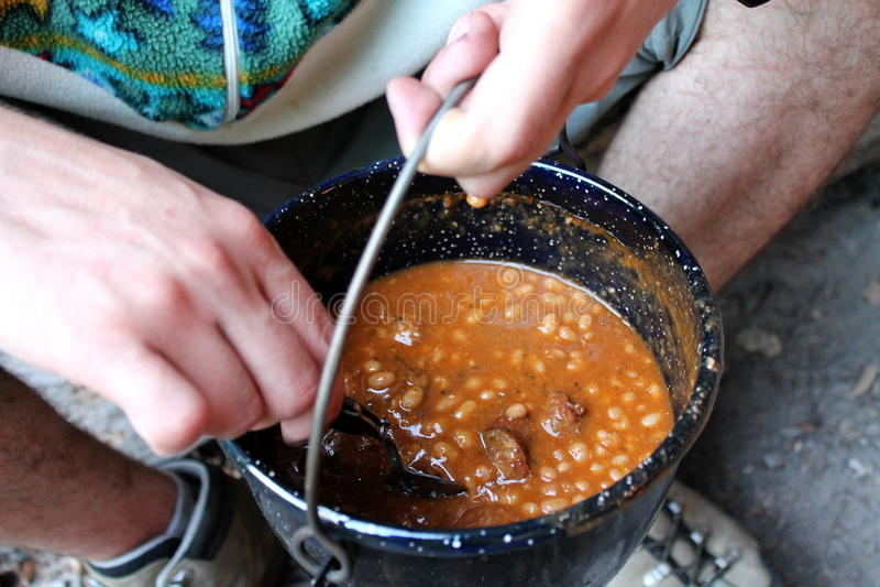 Feijões cozidos com salsichas fotos de stock royalty free