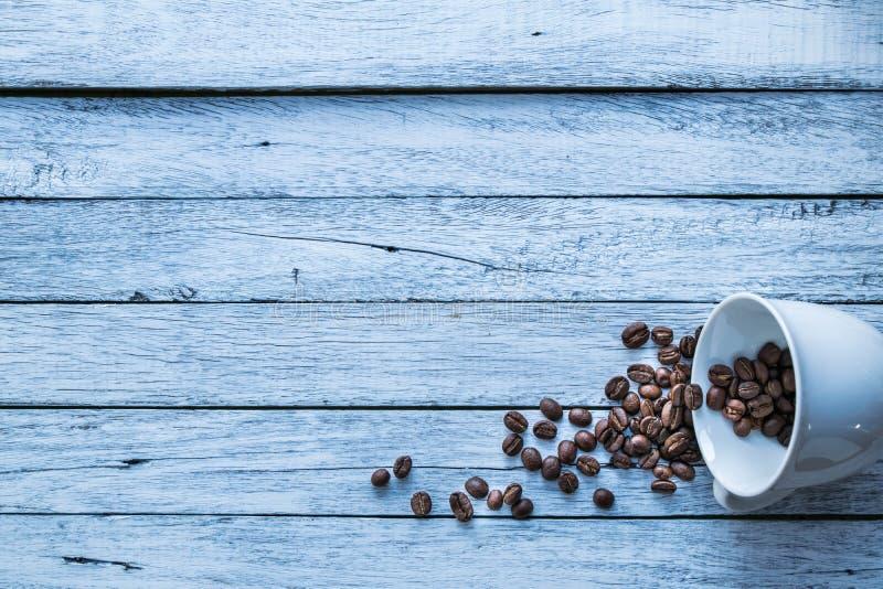 Feijões de café, copo de café imagem de stock