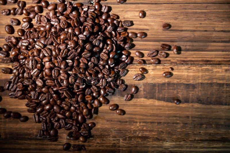 Feijões de café em uma tabela imagem de stock