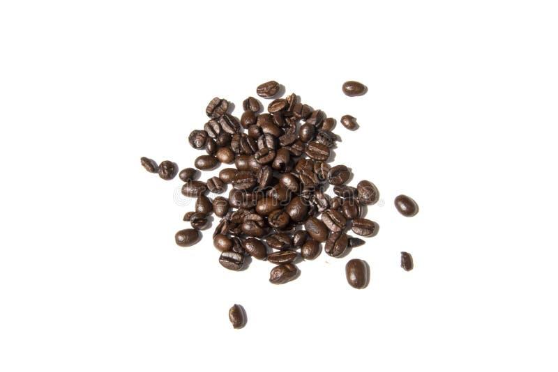 Feijões de café isolados na foto branca do fundo Pictu bonito foto de stock