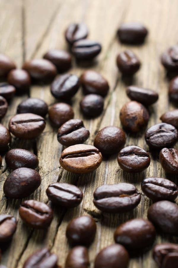 Download Feijões De Café Na Madeira Do Vintage Foto de Stock - Imagem de grão, closeup: 26524250