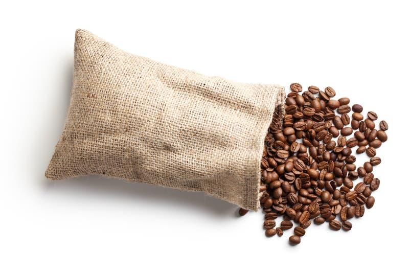 Feijões de café no saco da juta imagem de stock