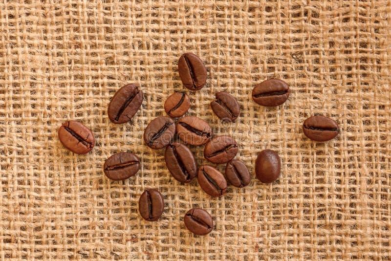 Feijões de café roasted Brown naturais foto de stock