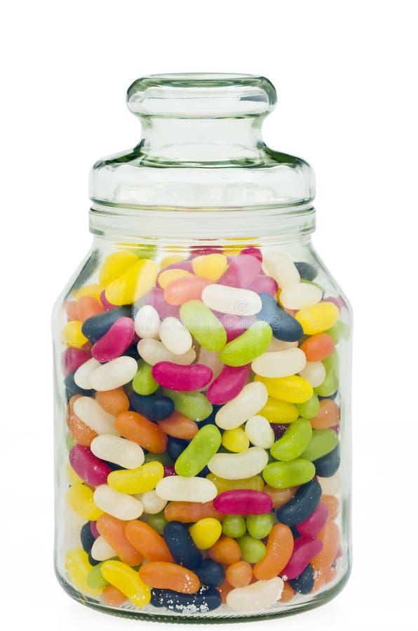 Feijões de geléia em um frasco do vidro dos doces fotos de stock royalty free
