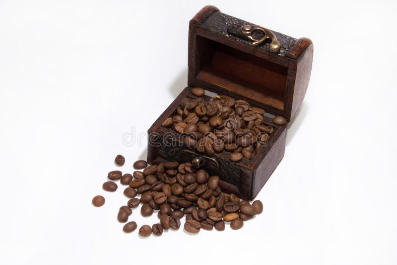 Feijões de madeira da caixa e de café foto de stock