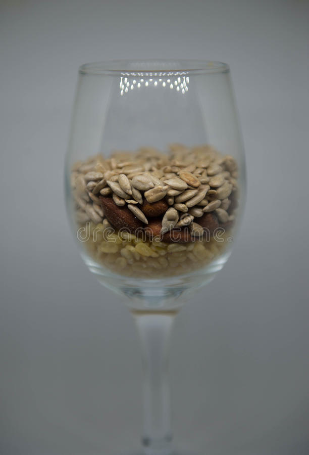 Feijões de soja, amêndoas, sementes de girassol fotos de stock